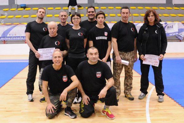 Stage Krav Maga Molinella 2017 foto di gruppo con maestri e allievi con attestato